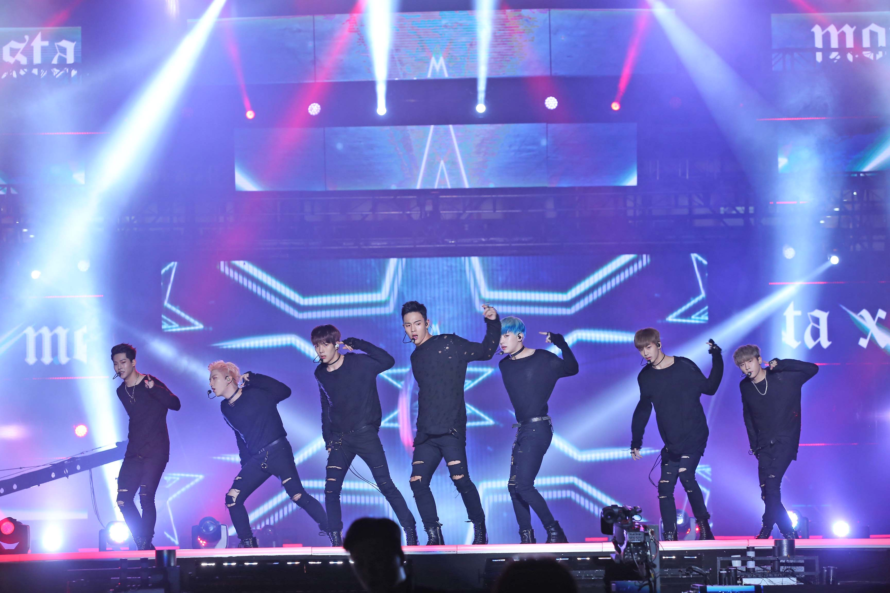Kpop: 2018 Incheon KPOP Concert (INK) + Shuttle Bus + Market