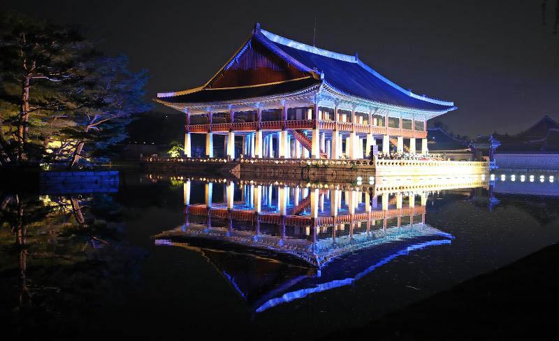 Gyeongbokgung Palace looking for BTS - Walk with Ms Moon